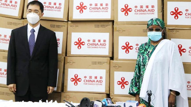 China's First Lady donating equipment to Nigeria